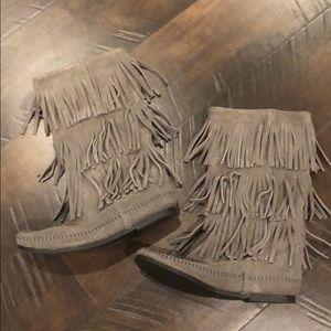 ❤️NWOT❤️ Minnetonka Three Layer Fringe Boots